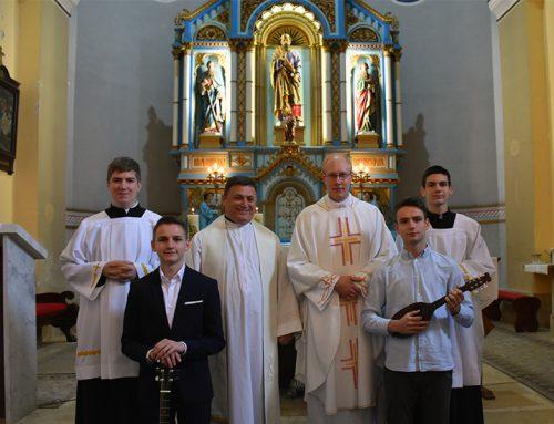 Prefekt Bužak sa sjemeništarcima u pohodu župi Sv. Petar Čvrstec