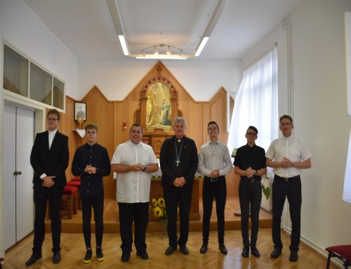 Biskup Košić posjetio sjemeništarce na Šalati